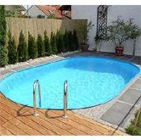 Овален син басейн